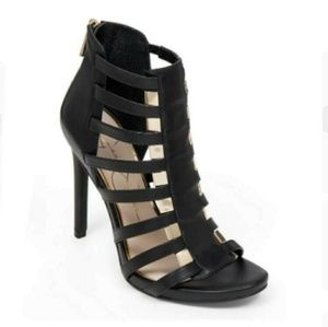 💕 Jessica Simpson Riahn caged leather heels